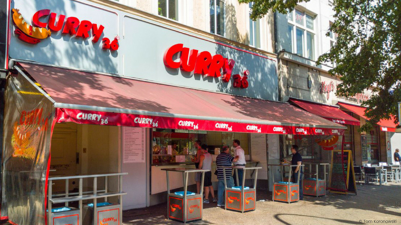 Die beste Currywurst Berlins im Curry 36.