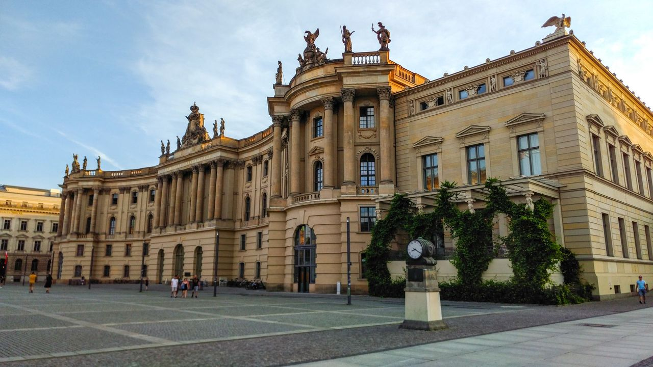 Bebelplatz - Berlin Sightseeing